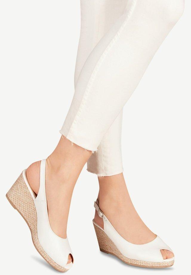 Peep-toes - white