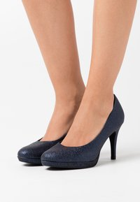 Tamaris - COURT SHOE - Zapatos altos - navy glam - 0