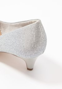 Tamaris - COURT SHOE - Classic heels - silver glam - 2