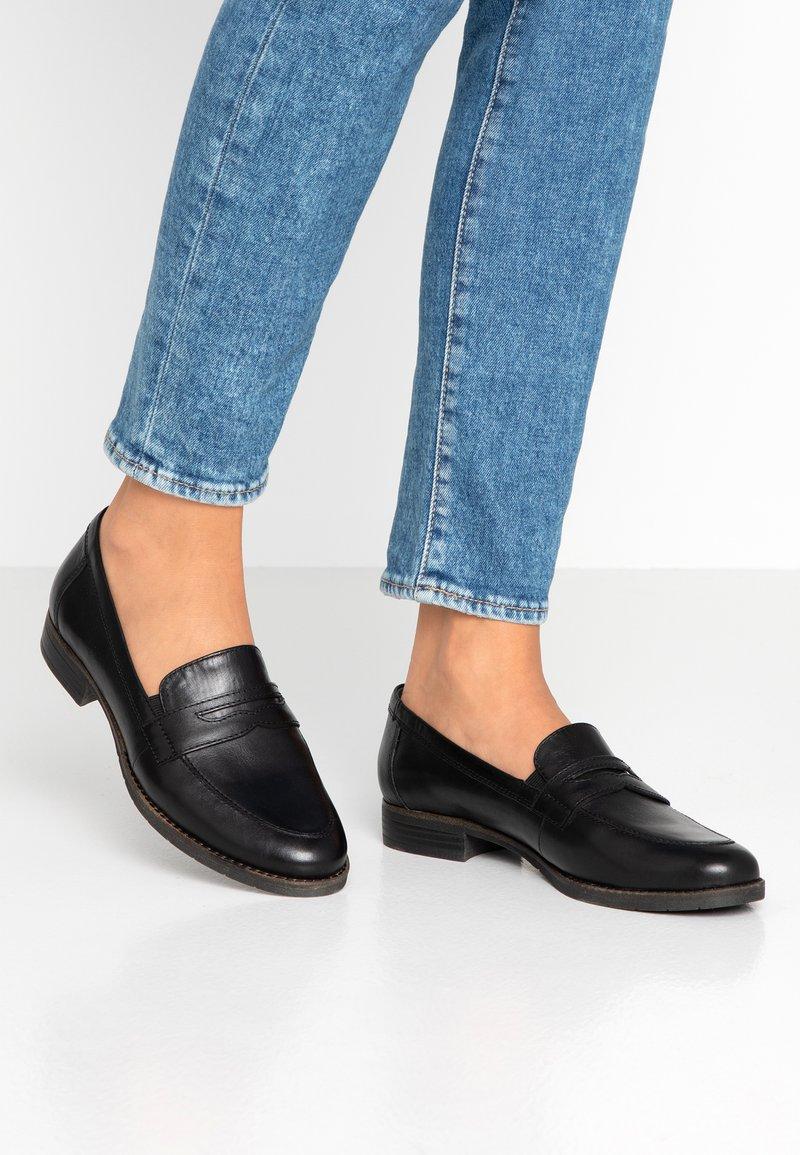 Tamaris - DA.-SLIPPER - Nazouvací boty - black