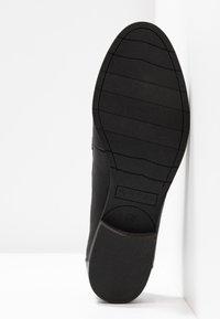 Tamaris - DA.-SLIPPER - Nazouvací boty - black - 6
