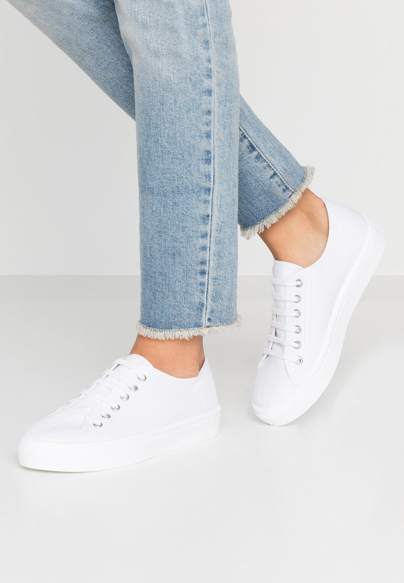 Tamaris - Sneakers laag - white