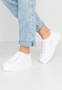Tamaris - Sneakers basse - white - 0