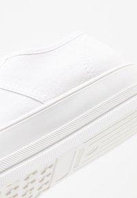 Tamaris - Sneakersy niskie - white - 2
