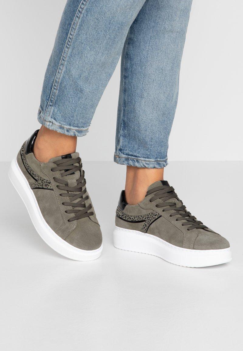 Tamaris - Sneakers - olive