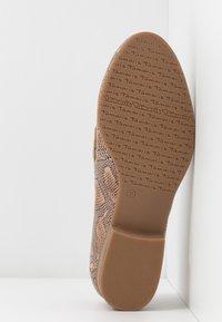 Tamaris - DA.-SLIPPER - Nazouvací boty - taupe - 6