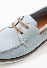 Tamaris - WOMS LACE-UP - Chaussures bateau - sky - 2