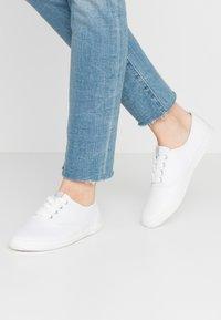 Tamaris - Sneakers laag - white - 0