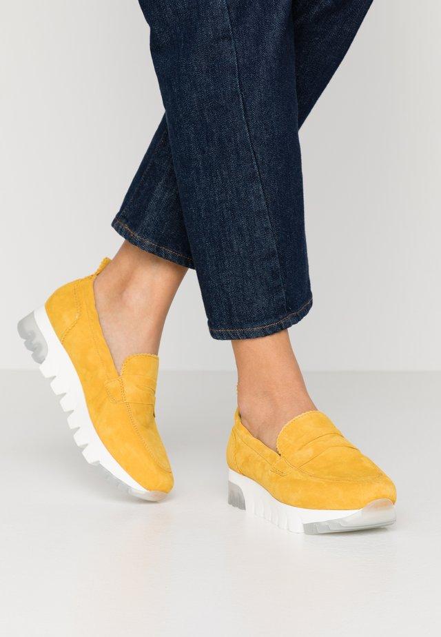 SLIP-ON - Loafers - sun