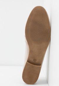 Tamaris - Nazouvací boty - taupe - 6