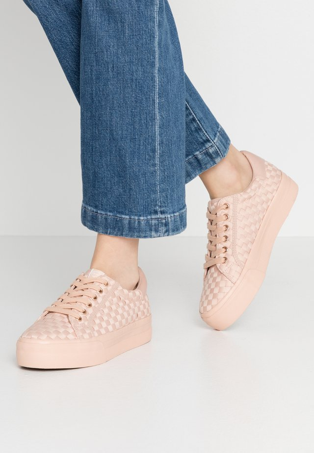 WOMS LACE-UP - Baskets basses - rose