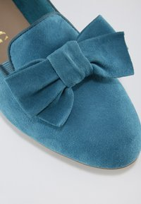 Tamaris - WOMS X MISS GERMANY KOLLEKTION - Slip-ons - turquoise - 3