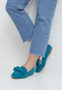Tamaris - WOMS X MISS GERMANY KOLLEKTION - Slip-ons - turquoise - 5