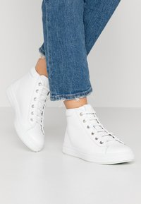 Tamaris - Sneakers hoog - white - 0