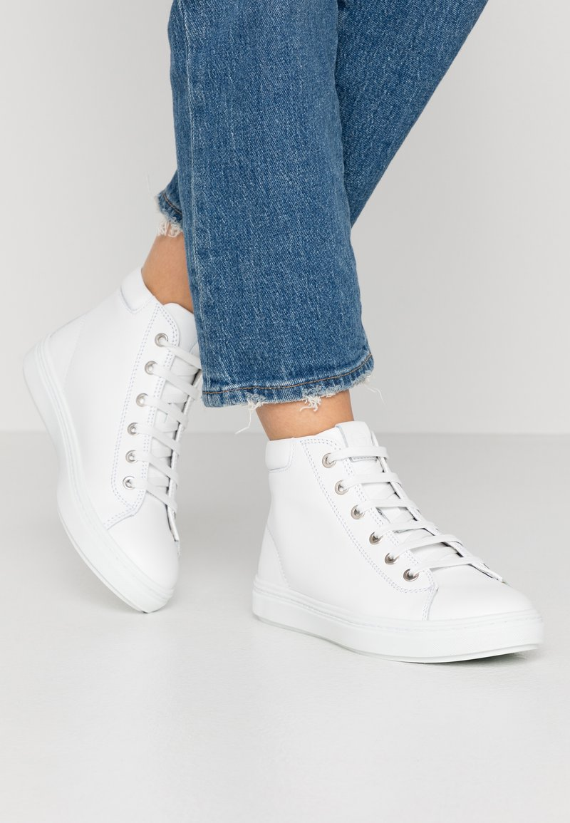 Tamaris - Sneakers hoog - white
