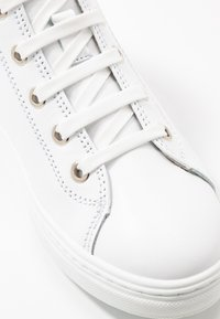 Tamaris - Sneakers hoog - white - 2