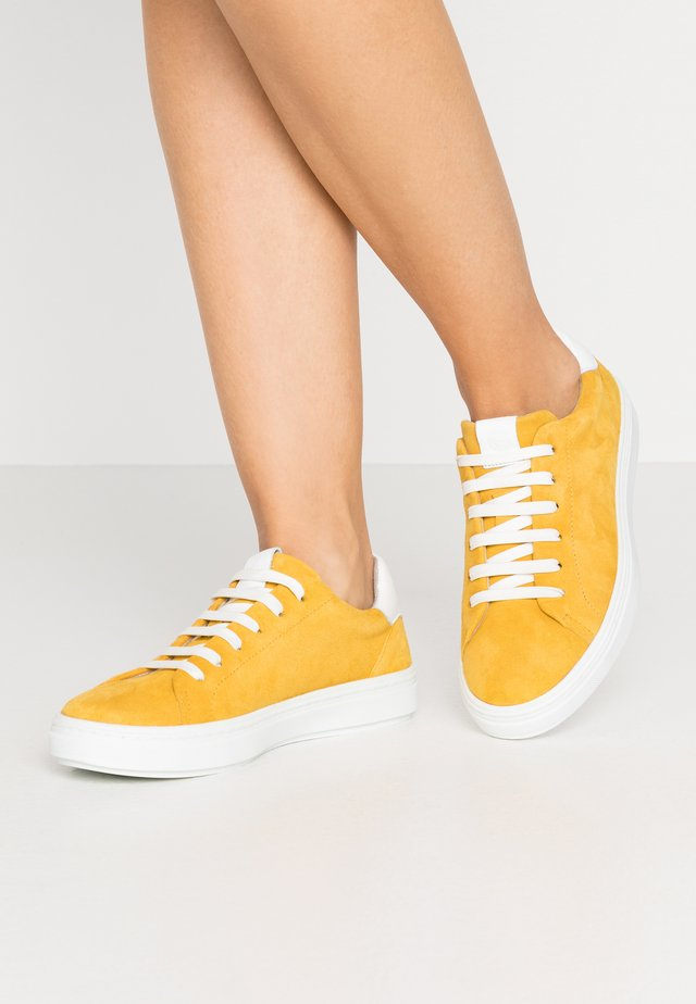 LACE-UP - Sneakers - sun