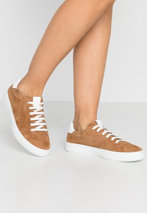LACE-UP - Sneakers laag - cognac
