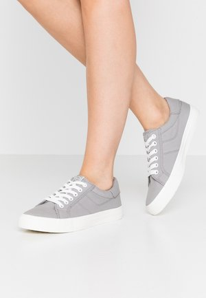 LACE UP - Baskets basses - grey