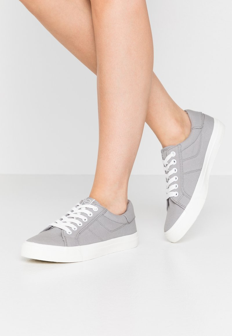 Tamaris - LACE UP - Trainers - grey