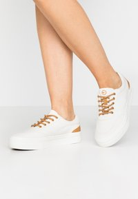 Tamaris - LACE UP - Sneakers laag - shell - 0