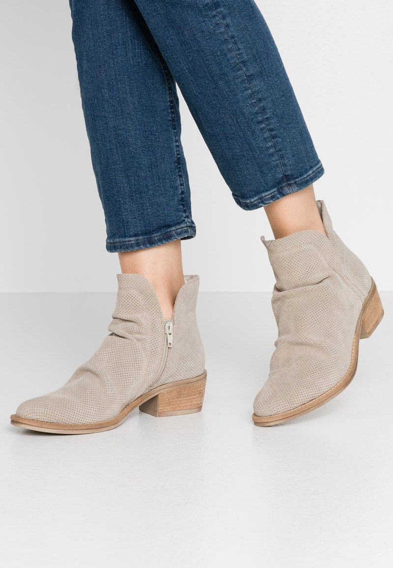 Tamaris - Ankle boot - taupe