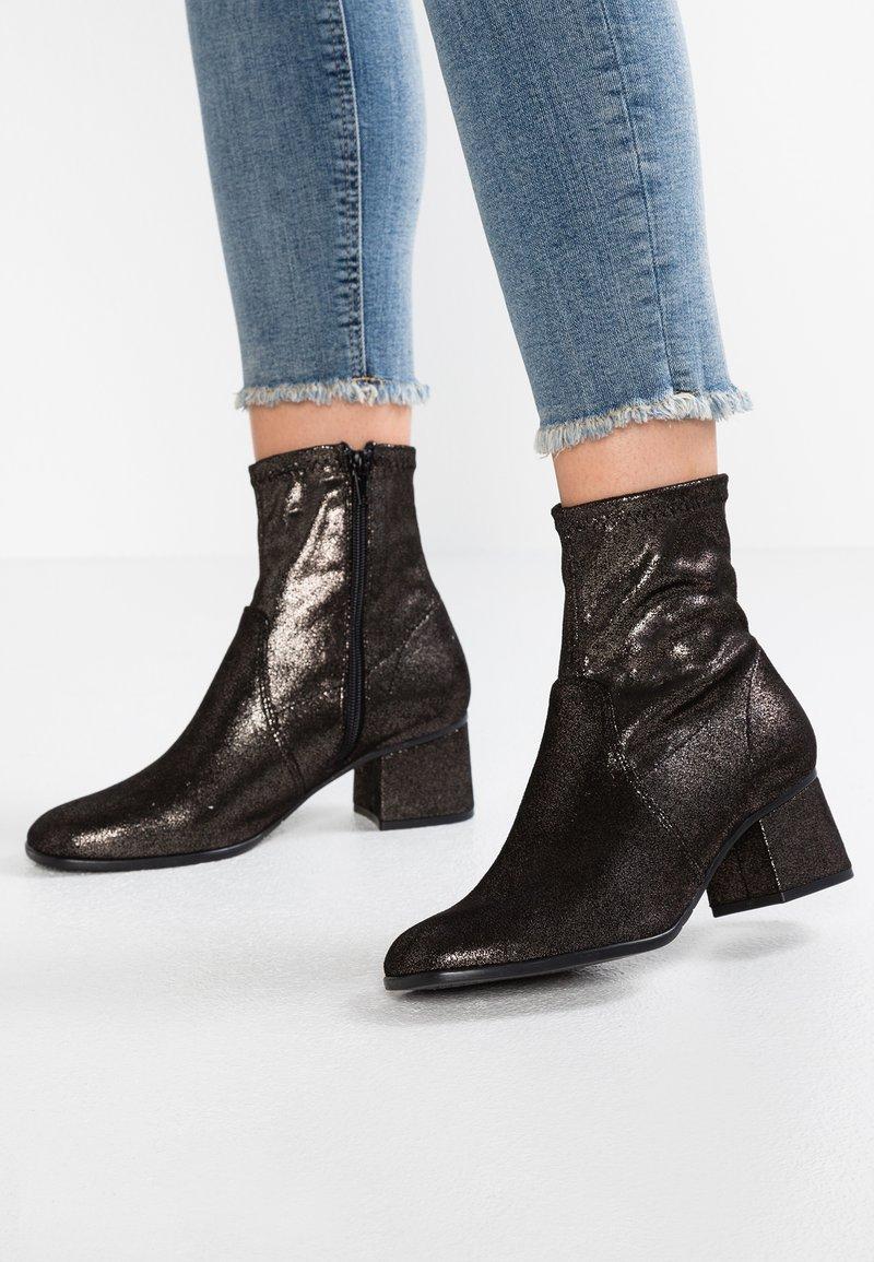 Tamaris - Kotníkové boty - pewter metallic