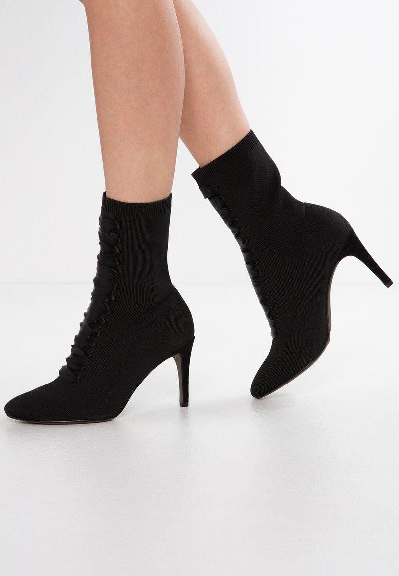 Tamaris - Kotníkové boty - black
