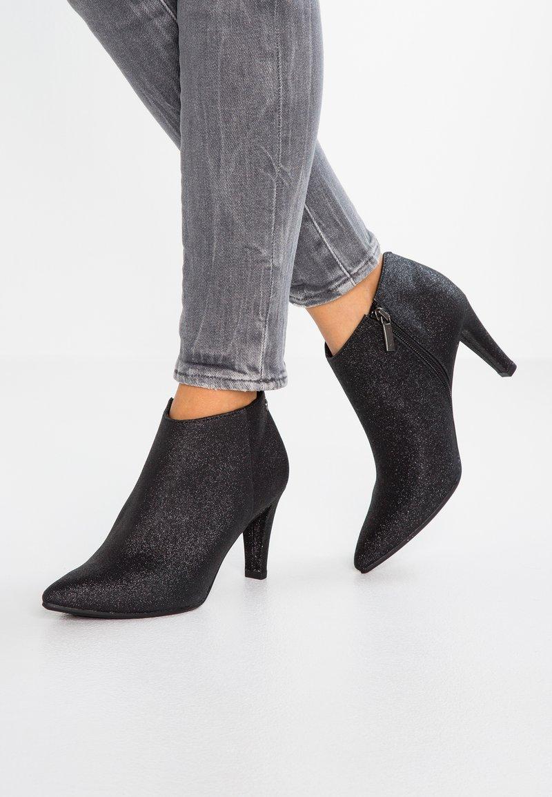 Tamaris - Ankelstøvler - black glam