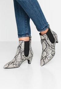 Tamaris - Kotníkové boty - grey - 0