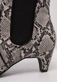Tamaris - Kotníkové boty - grey - 2
