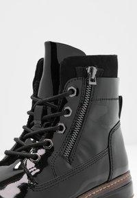 Tamaris - Kotníkové boty na platformě - black - 2