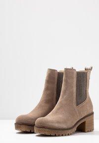 Tamaris - Kotníkové boty - taupe - 4