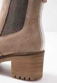 Tamaris - Kotníkové boty - taupe - 2