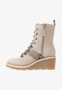 Tamaris - Kotníkové boty na klínu - beige - 1
