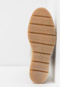 Tamaris - Kotníkové boty na klínu - beige - 6