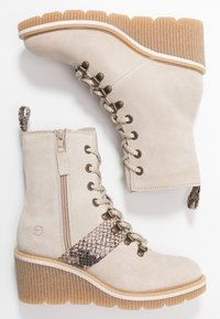 Tamaris - Kotníkové boty na klínu - beige - 3