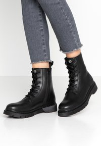 Tamaris - Bottines à plateau - black - 0