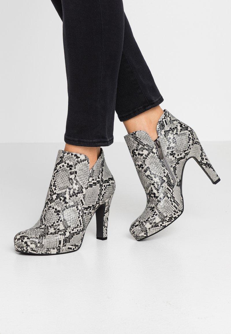 Tamaris - Højhælede støvletter - grey