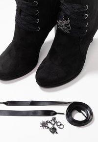Tamaris - DA.-STIEFEL - Kotníková obuv na vysokém podpatku - black - 7