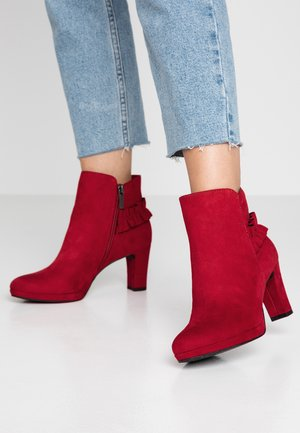 Classic ankle boots - lipstick