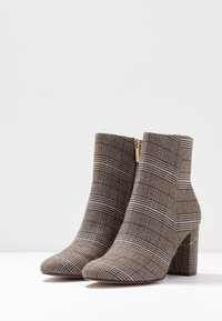 Tamaris - Classic ankle boots - grey - 4