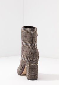 Tamaris - Classic ankle boots - grey - 5