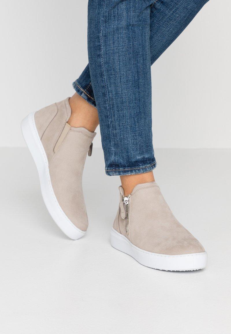 Tamaris - Kotníková obuv - taupe