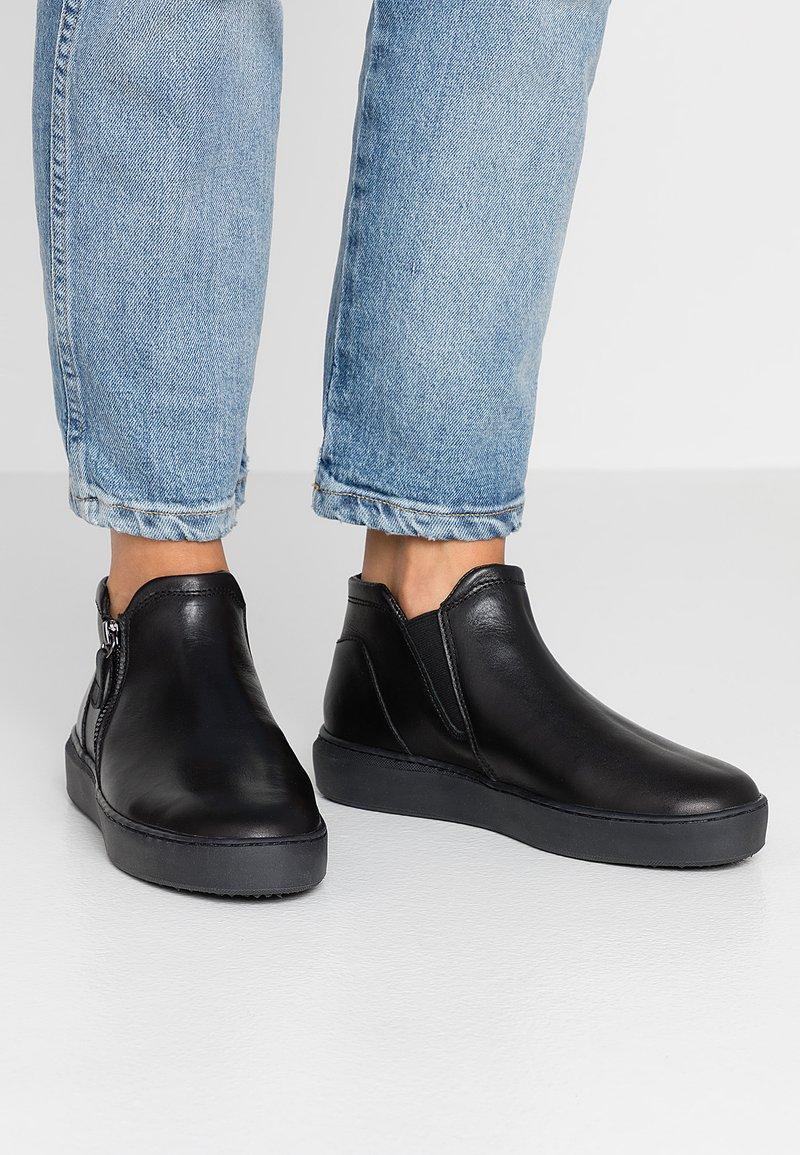 Tamaris - Kotníková obuv - black