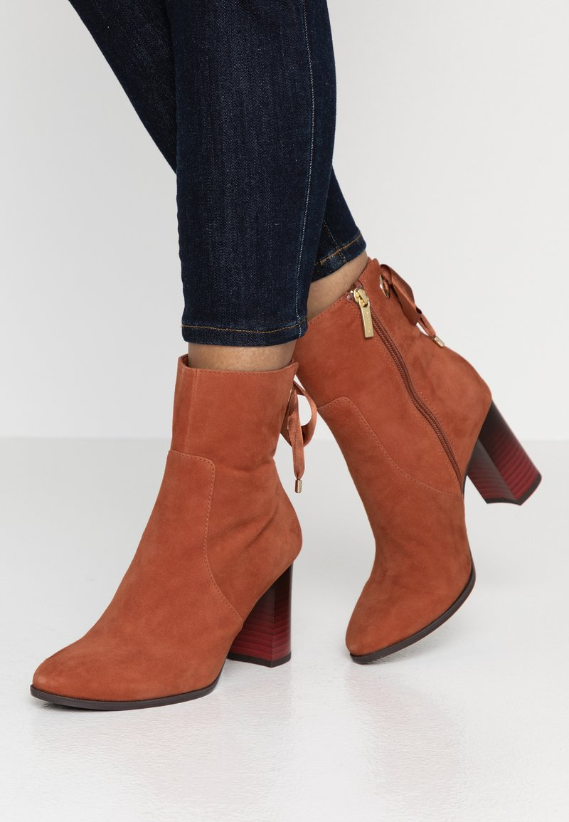 Tamaris - Classic ankle boots - rust