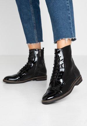 WOMS BOOTS - Bottines à lacets - black