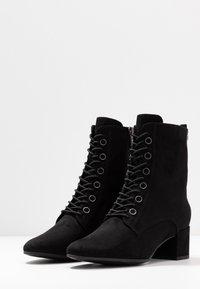 Tamaris - Šněrovací kotníkové boty - black - 4