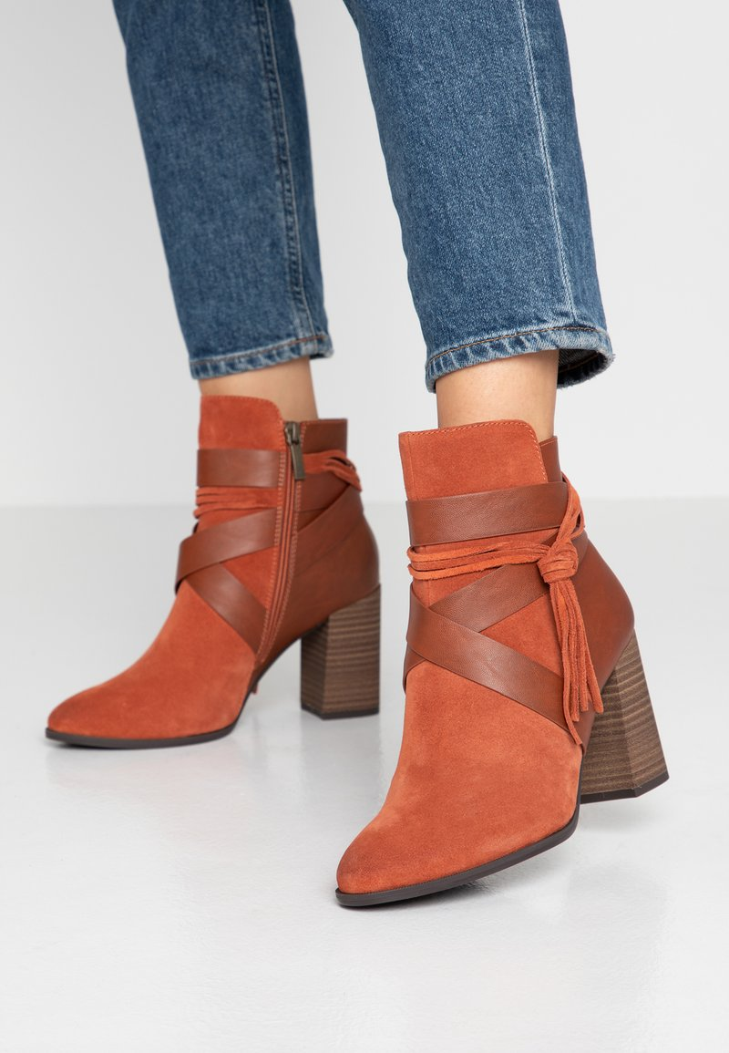 Tamaris - High Heel Stiefelette - rust