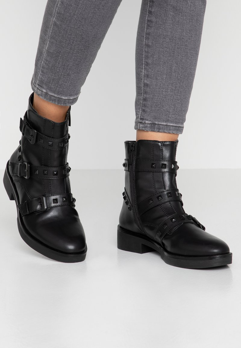 Tamaris - Kovbojské/motorkářské boty - black